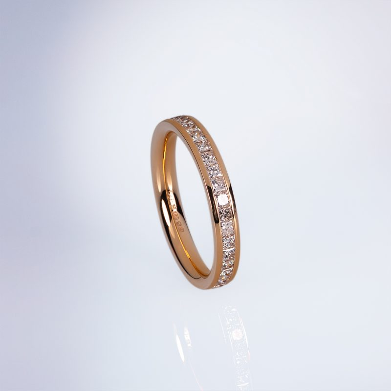 Princess eternity ring in roe gold with princess cut diamonds